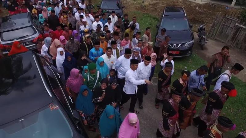 """Intsiawati Ayus saat menghadiri pemberian gelar adat """"Datuk Panglimo Kayo"""" oleh Masyarakat Desa Tanjung, kecamatan XIII Koto Kampar, Ahad (2/7/2017)"""