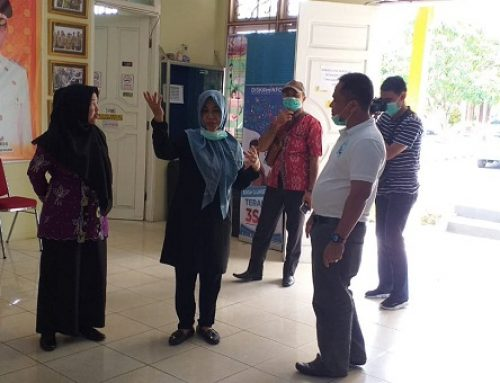 Tugas Pengawasan, Intsiawati Ayus Kunjungi Posko Covid-19 dan KPUD  Pelelawan