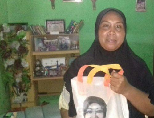 Sasar Kaum Marjinal Pekanbaru, Intsiawati Ayus Kembali Bagikan Paket Sembako